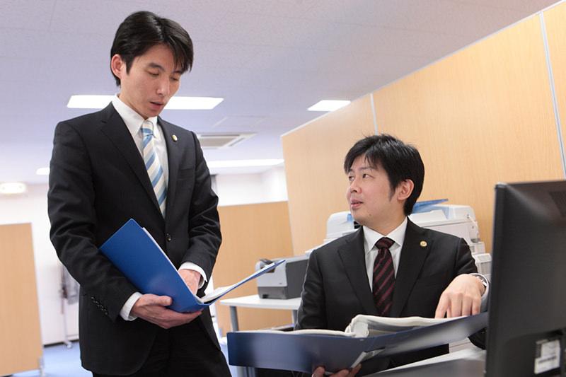 豊富な経験と若さを兼ね備えた2名の弁護士がサポート